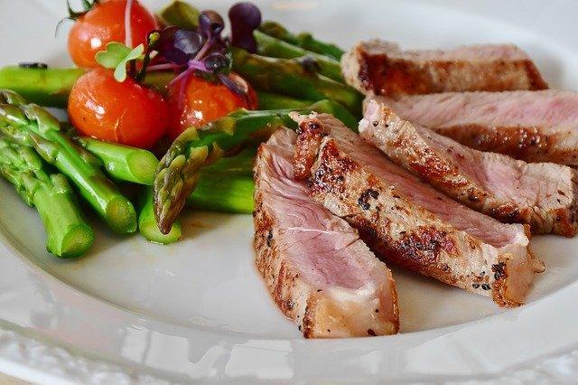 Για να μη φάτε πολύ το μεσημέρι, συνοδέψτε το γεύμα σας με πολλή σαλάτα.