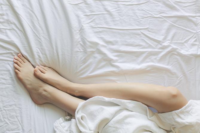 Αν το δέρμα μελανιάσει ή γίνει πολύ χλωμό, αυτό σημαίνει ότι το αίμα των αρτηριών δυσκολεύεται να αιματώσει το πόδι.