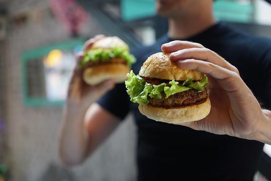 Αν φτάνετε σε σημείο έκτακτης ανάγκης για να φάτε, ίσως καταβροχθίζετε ό,τι βρίσκετε μπροστά σας.