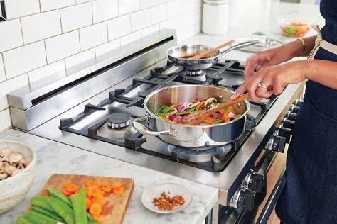 Η τροφική δηλητηρίαση μπορεί να οφείλεται σε κάποιο φαγητό που δεν έχει μαγειρευτεί καλά.