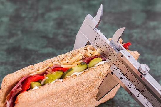 Μια δίαιτα απώλειας βάρους συνεπάγεται σίγουρα την πρόσληψη λιγότερων θερμίδων.