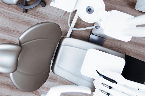 Ο οδοντίατρος είναι εκείνος που θα μπορέσει να κάνει τη σωστή διάγνωση των στοματικών προβλημάτων που σχετίζονται με το άγχος.