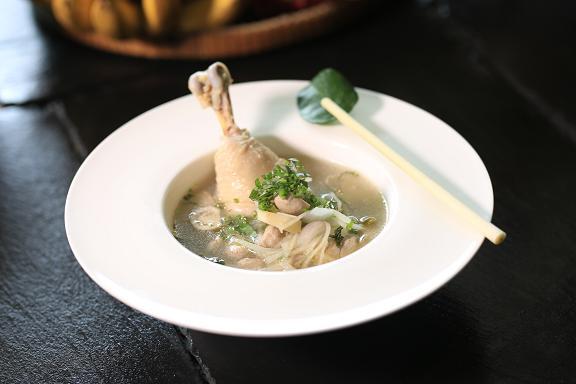 Σε δεύτερο στάδιο, εισάγετε απλές τροφές όπως ζυμαρικά, γιαούρτι, κοτόπουλο.