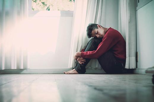 Το αλκοόλ αυξάνει την πιθανότητα κατάθλιψης.