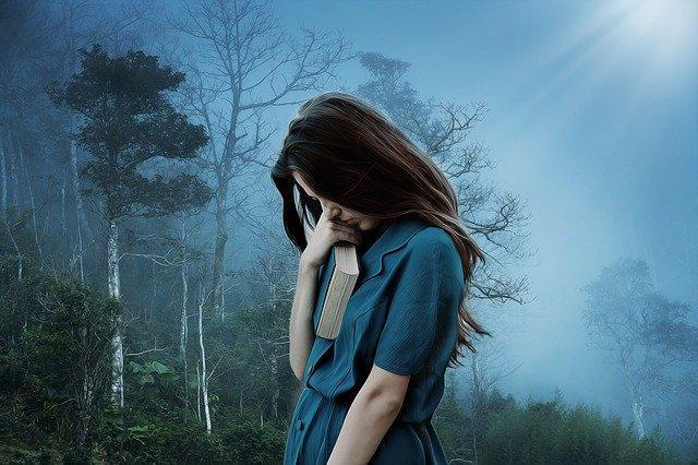 Τα συμπτώματα της άτυπης κατάθλιψης διαφέρουν από άτομο σε άτομο.