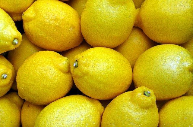 Μπορείτε να πίνετε καθημερινά νερό στο οποίο θα έχετε στάξει λίγο χυμό λεμονιού.