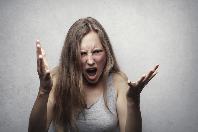 Τα αγχώδη άτομα κρατούν μέσα τους τα συναισθήματά τους και όταν θέλουν κάτι φωνάζουν και ξεσπούν.