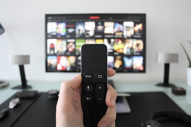 Για να αποφύγετε τις περιττές θερμίδες, περιορίστε την τηλεόραση σε 1-2 ώρες ημερησίως.