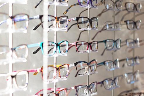 Οι συχνές αλλαγές στους βαθμούς της συνταγής των γυαλιών μπορεί να οφείλονται στον καταρράκτη.