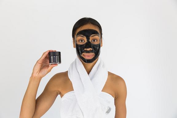 Οι περισσότερες μάσκες περιέχουν αντιοξειδωτικά συστατικά και ενυδατικούς παράγοντες.