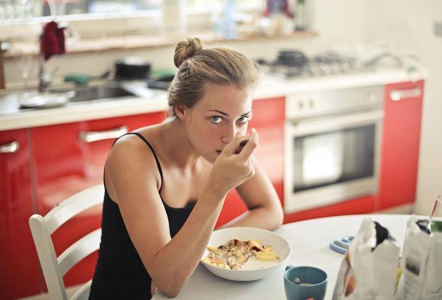 Ξεκίνησε να περιλαμβάνεται στο πρωινό γεύμα, αλλά η βρώμη μπορεί να συμπεριληφθεί με διάφορους τρόπους σε όλα τα γεύματα.