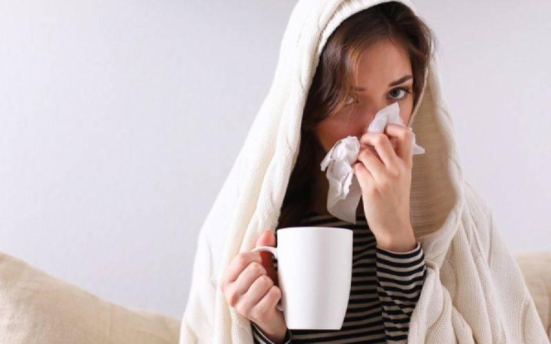 Σε περιόδους ψυχρού καιρού κυκλοφορούν περισσότερο ιοί της γρίπης και ιοί του κρυολογήματος.