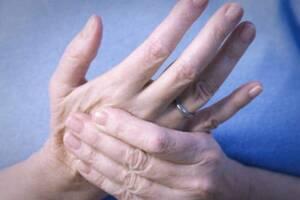 SOS Εκπέμπουν οι Ρευματοπαθείς, καθώς Ζουν με τον Φόβο Πιθανής Έλλειψης Σημαντικής Θεραπείας τους
