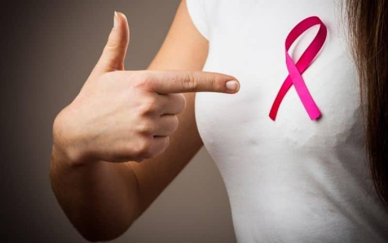 Η ορμονοθεραπεία έχει αποδειχθεί ότι είναι η πιο αποτελεσματική θεραπεία για τα αγγειοκινητικά συμπτώματα, ενώ τα επίπεδα ορμονών φύλου σχετίζονται επίσης με τον κίνδυνο εμφάνισης καρκίνου του μαστού μετά την εμμηνόπαυση.