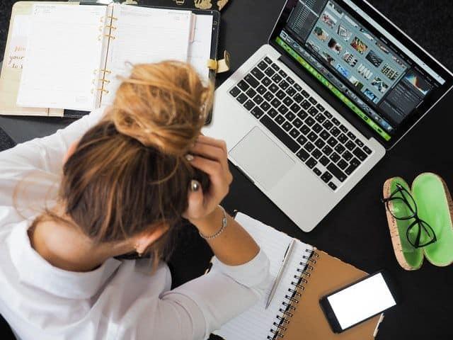 Οι γυναίκες βιώνουν άγχος ή κατάθλιψη και παρουσιάζουν τα περισσότερα συμπτώματα