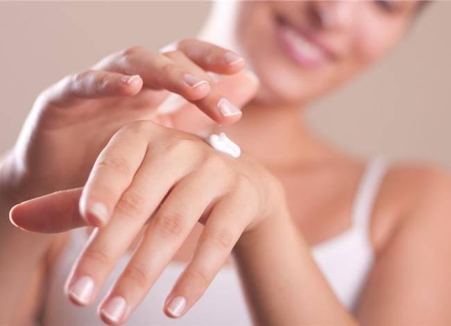 Περιποιηθείτε Σωστά τα Σκασμένα Χέρια