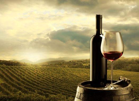 Σε μεγάλες ηλικίες που έχουν κίνδυνο για έμφραγμα ένα ποτηράκι κρασί το βράδυ κάνει καλό.