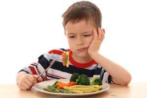 """Αναγκάζοντας ένα παιδί να φάει, απορυθμίζουμε το """"σύστημα"""" που του στέλνει τα """"σωστά σήματα"""" πείνας και κορεσμού."""