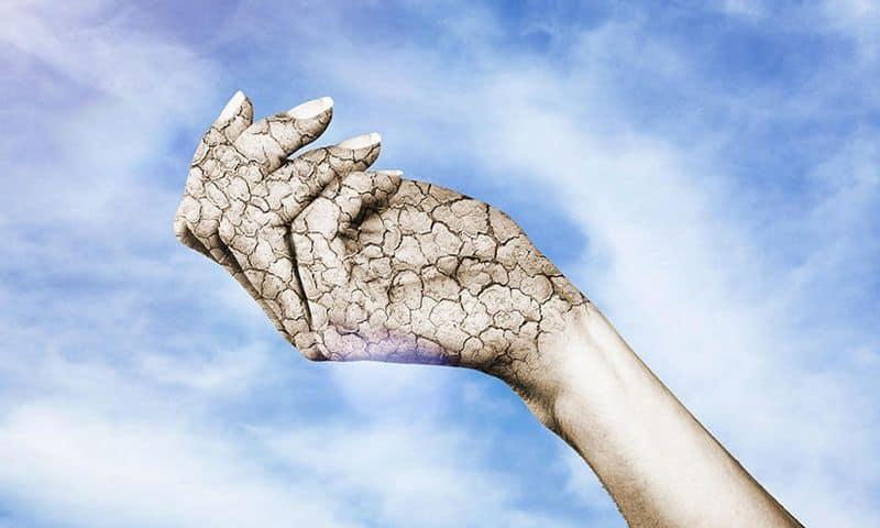 Τον χειμώνα, συχνά, τα χέρια μας είναι ξηρά
