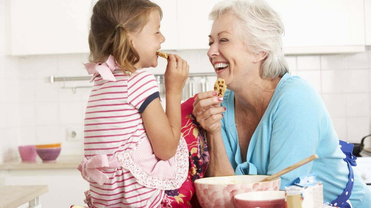 Μελέτες έδειξαν ότι τρώγοντας μαζί με παρέα υπάρχει μια αύξηση 30% στην κατανάλωση τροφής.