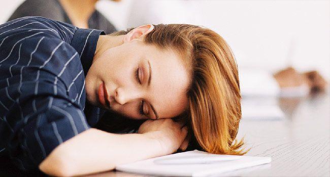 Κατά τη διάρκεια της ημέρας, ξαπλώσετε ή κοιμηθείτε λίγο, καθώς αυτά τα λίγα λεπτά ξεκούρασης θα σας δώσουν ενέργεια έως το βράδυ.
