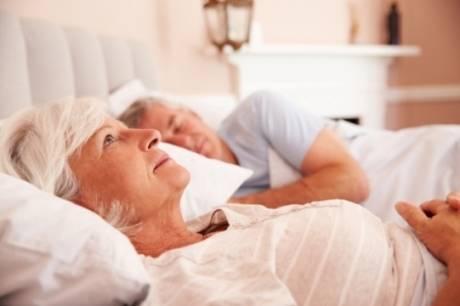 Η αϋπνία είναι ένας βασικός εχθρός της νεότητάς μας