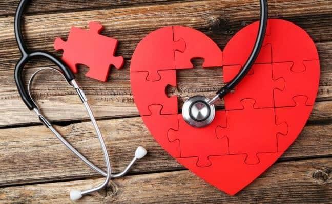 Εναλλακτική ιατρική καλείται ο κλάδος της ιατρικής που χρησιμοποιεί φυσικά θεραπευτικά μέσα για την αποκατάσταση των νοσημάτων.