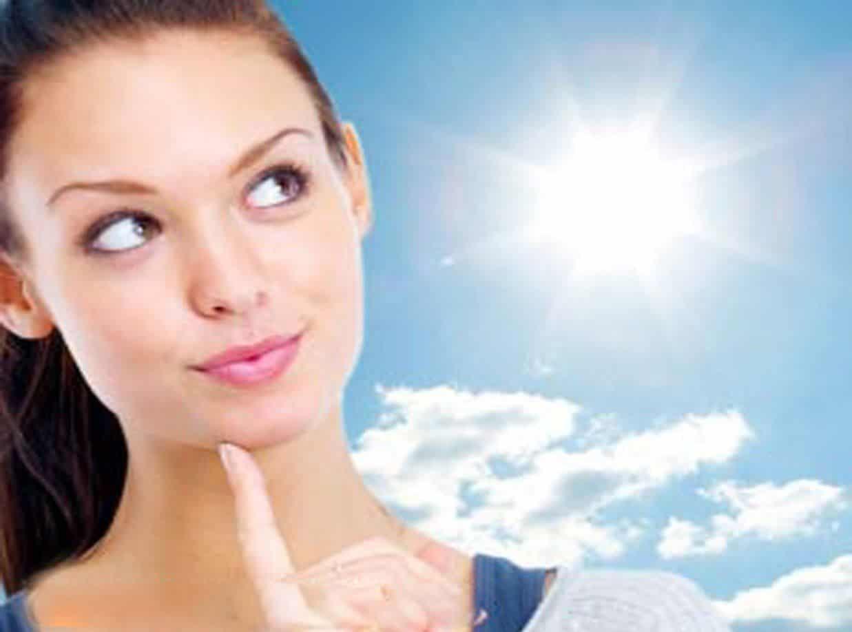 Ο μεγάλος εχθρός του δέρματός σας είναι η υπεριώδης ακτινοβολία, γι' αυτό και θα πρέπει να αποφεύγετε την άσκοπη έκθεση στον ήλιο.