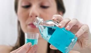Είναι δυνατή επίσης και η λήψη αντισηπτικής παστίλιας για τον λαιμό και το στόμα.