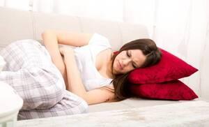 Κάποιες γυναίκες για να αντιμετωπίσουν τους πόνους της περιόδου κάνουν χρήση αντισυλληπτικών χαπιών.