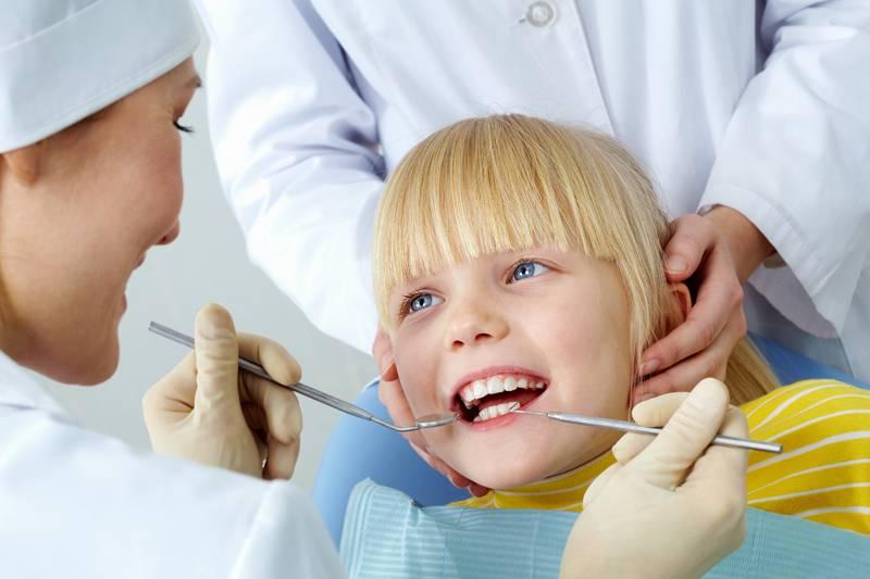 Σωστή στοματική υγιεινή από την πρώτη στιγμή εμφάνισης των πρώτων δοντιών.