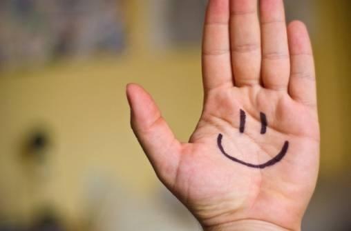 Το χαμόγελο και το γέλιο θεωρούνται παγκοσμίως ενδείξεις ότι ένα άτομο είναι ευτυχισμένο.
