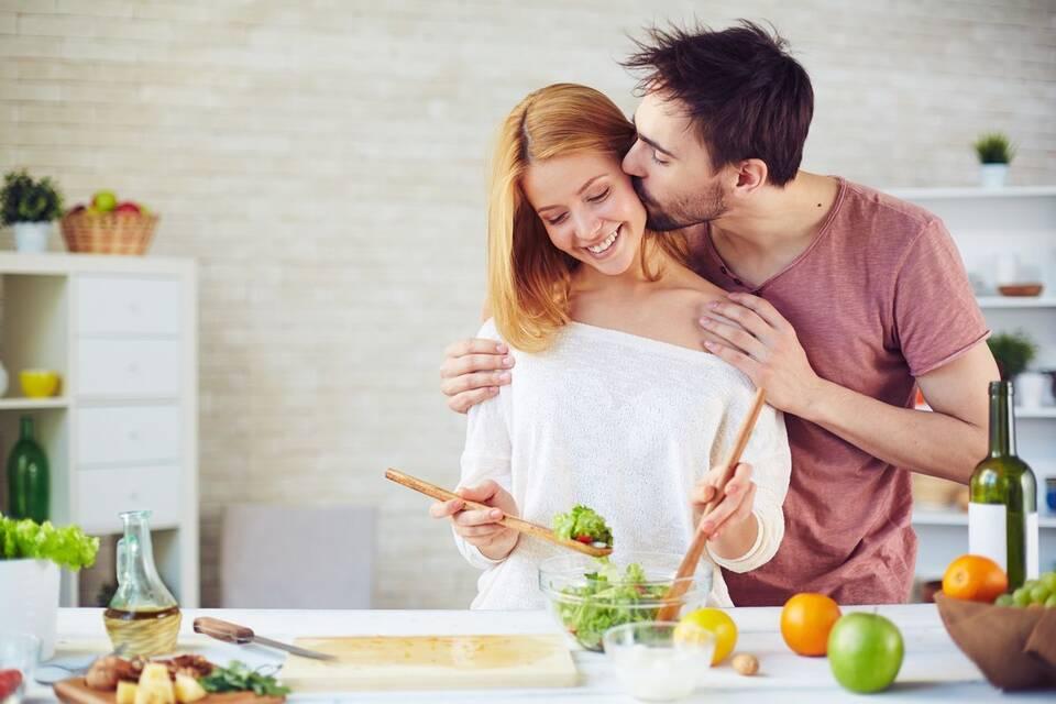 Η σωστή διατροφή μας κρατά υγιείς αλλά και μας τονώνει κατά τη διάρκεια του σεξ.