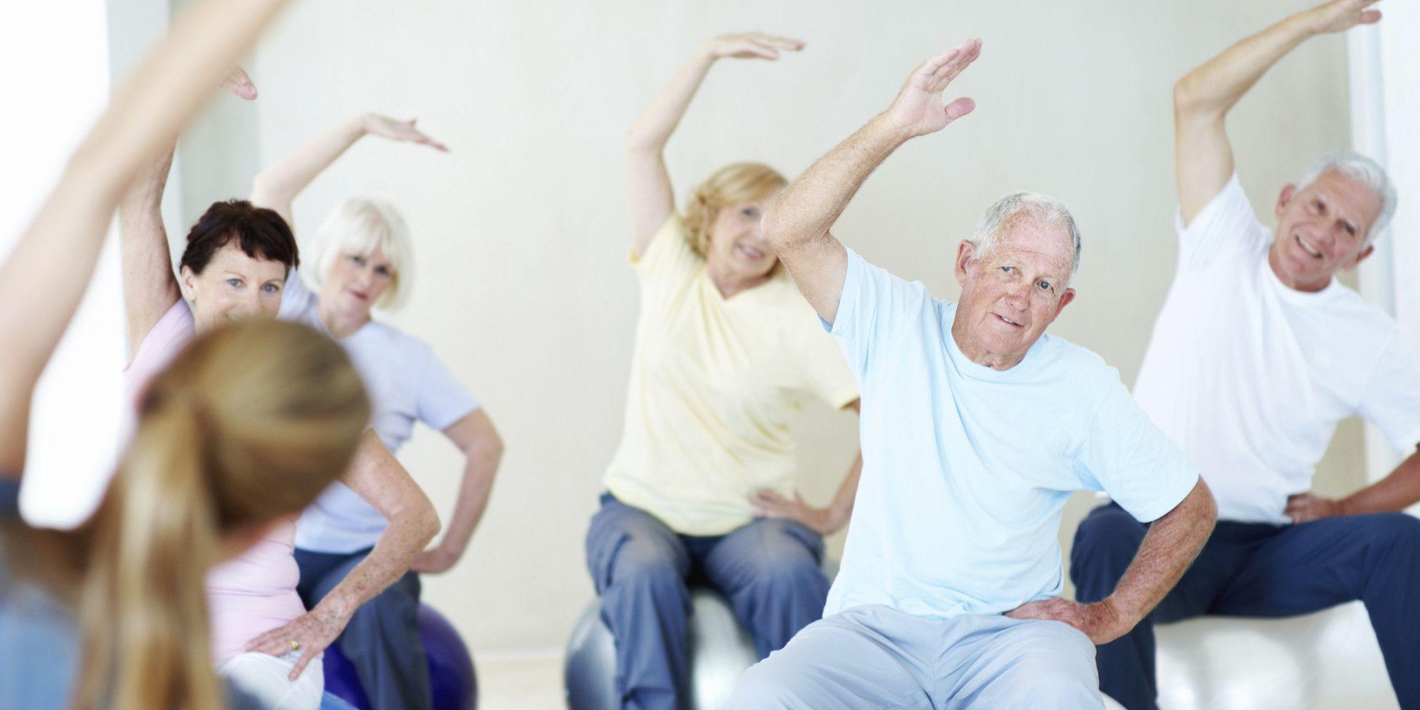 Οι ασκήσεις χαλάρωσης, η γιόγκα αλλά και η πεζοπορία, είναι ήπιες σωματικές δραστηριότητες κατάλληλες για τα άτομα της τρίτης ηλικίας.
