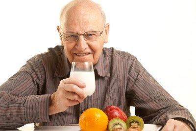 Η διατροφή κατά την τρίτη ηλικία πρέπει να είναι διαφορετική από αυτήν της προηγούμενης ενήλικης ηλικίας, καθώς επηρεάζεται από πολλούς παράγοντες.