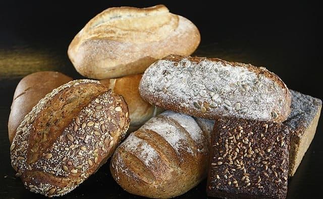 Καταναλώστε τρόφιμα όπως ψωμί και ζυμαρικά ολικής άλεσης, δημητριακά, βρώμη, μούσλι, όσπρια και ξηρούς καρπούς.