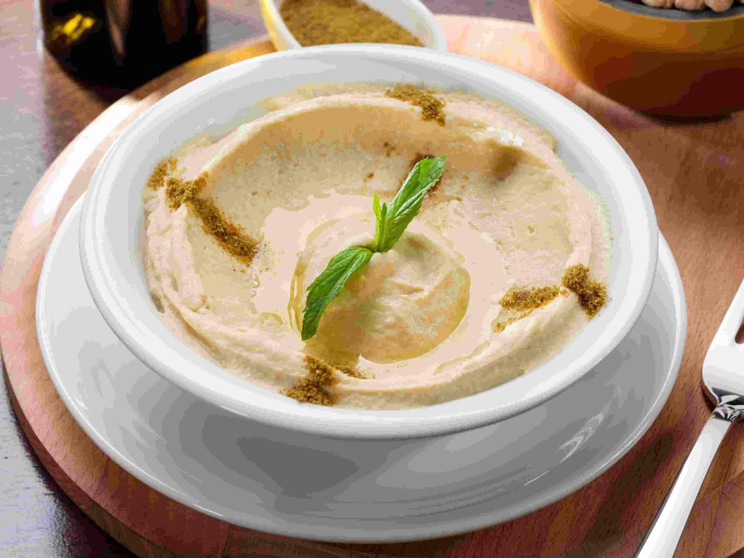 Ταχίνι, ρεβίθια, λεμόνι και ελαιόλαδο απαιτούνται για την παρασκευή του χούμους.
