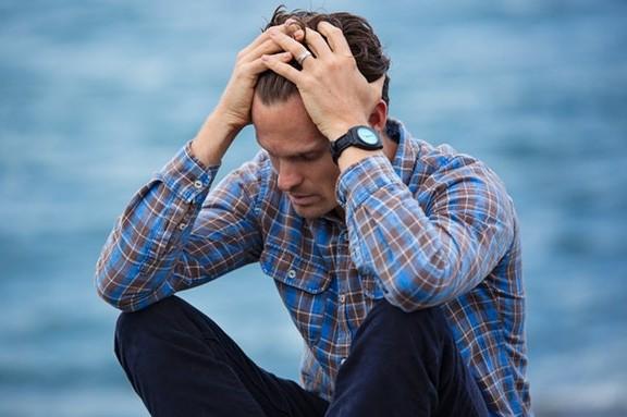 Τα σωματικά συμπτώματα σε μια κρίση πανικού είναι δυσάρεστα, και μπορούν επίσης να συνοδεύονται από έμμονες σκέψεις φόβου.