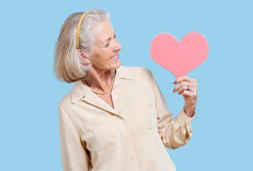 Όπως αποκαλύπτει μια νέα έρευνα, οι γυναίκες με πρόωρη εμμηνόπαυση (πριν την ηλικία των 40) διατρέχουν αυξημένο κίνδυνο εμφάνισης καρδιαγγειακών ασθενειών.
