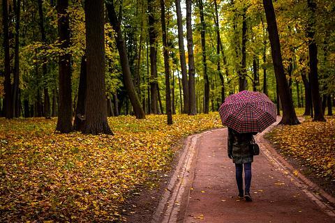 Οι Αιτίες Πίσω από τη Φθινοπωρινή Κόπωση και πώς να την Αντιμετωπίσετε