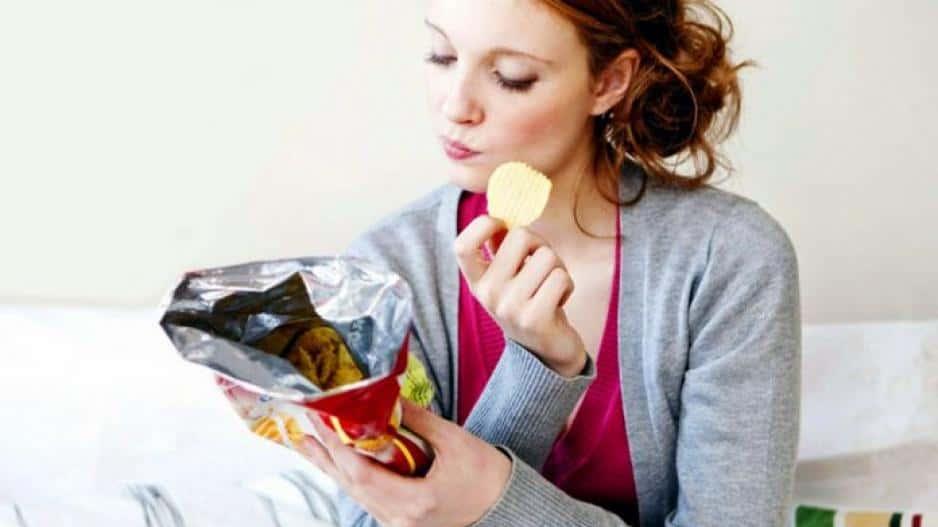 Τα μικρά και συχνά γεύματα δεν πρέπει να συγχέονται με το τσιμπολόγημα, καθώς η κατανάλωση τέτοιων γευμάτων, που ονομάζονται σνακς, γίνεται μεταξύ των κυρίων γευμάτων σε συγκεκριμένα χρονικά διαστήματα.