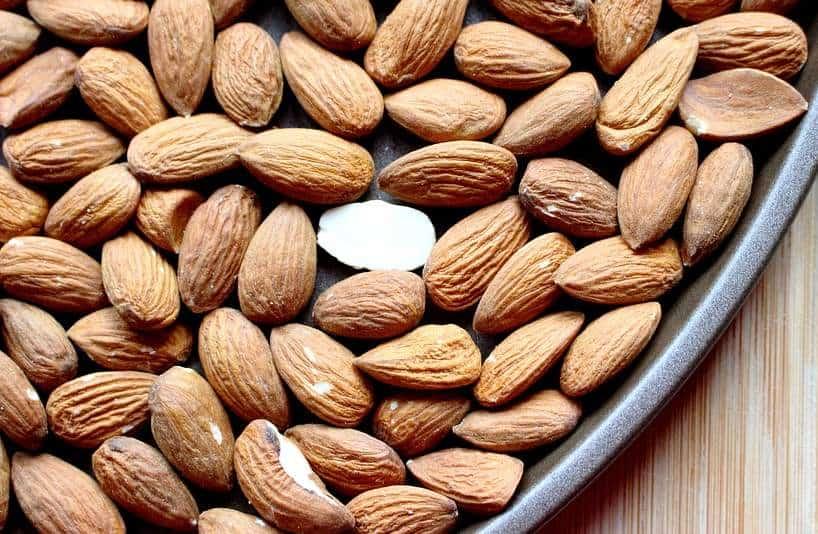 Μερικοί φυσικοί τρόποι να αντιμετωπίσετε την υπόταση έγκεινται στη διατροφή.