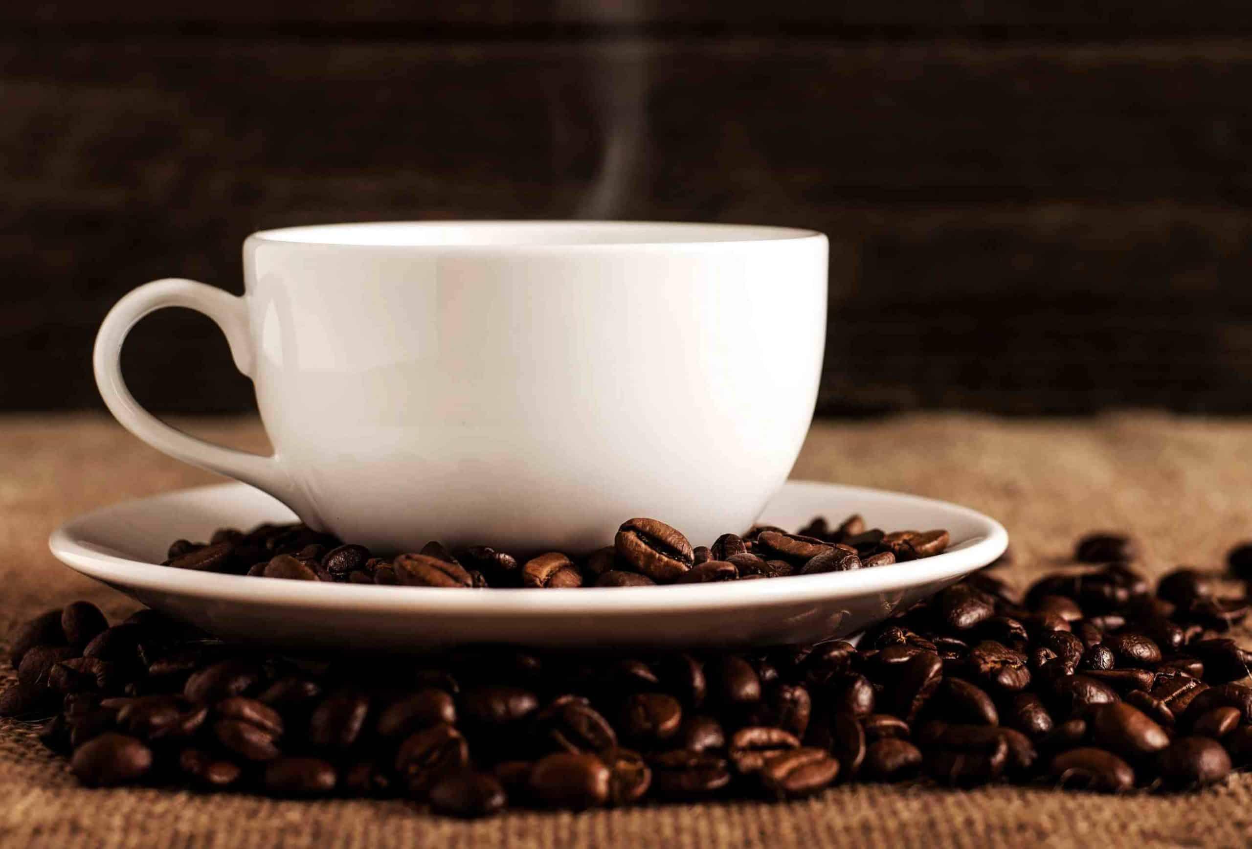 Η καφεΐνη είναι ένα ισχυρό κατασταλτικό της όρεξης, γι' αυτό και πολλοί άνθρωποι που κόβουν τον καφέ αισθάνονται ότι διαρκώς πεινάνε.