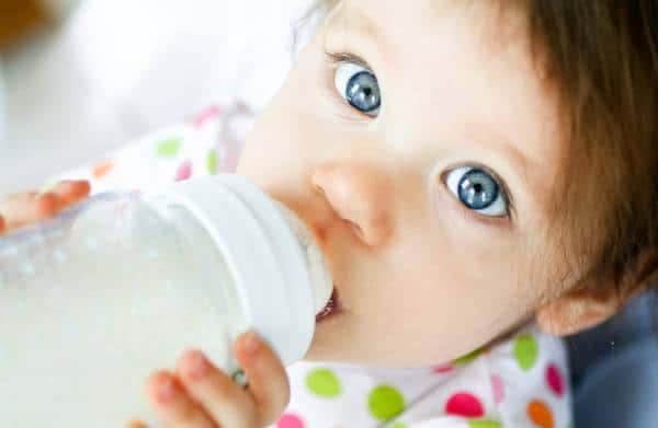 Μετά το πρώτο έτος αποφασίζεται η εισαγωγή πλήρους γάλακτος, αφού προηγηθεί αλλεργιολογικός έλεγχος με δερματικά τεστ και εξετάσεις αίματος από ειδικό αλλεργιολόγο.