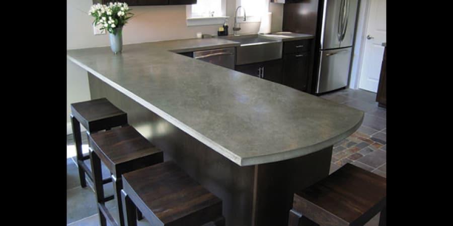 Στην κουζίνα, ο πάγκος εργασίας είναι μια από τις επιφάνειες που αποικίζονται περισσότερο από μικροοργανισμούς, όπως ακριβώς και η πλάκα/σανίδα κοπής.