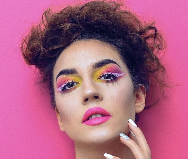 Πέρα από το eyeliner, ένα άλλο προϊόν στο οποίο θα δούμε χρώμα για την άνοιξη-καλοκαίρι 2020 θα είναι ημάσκαρα.
