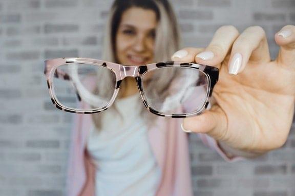 Μήνες ή χρόνια ύστερα από την επέμβαση του καταρράκτη η όραση μπορεί να θολώσει πάλι.