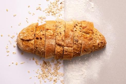 Tο ψωμί όταν το προμηθεύεστε έτοιμο από τα καταστήματα, μπορείτε να βρείτε αλάτι σε διπλάσια, τριπλάσια, ακόμα και τετραπλάσια ποσότητα.