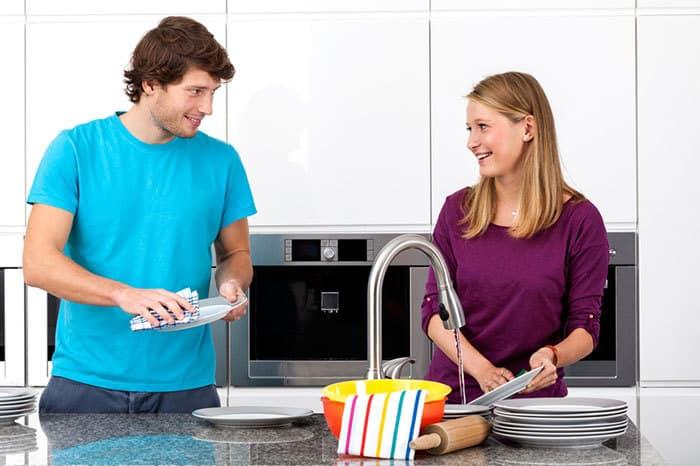 Ενθαρρύνετε τον σύντροφό σας να εμπλακεί περισσότερο και ενισχύστε αυτή τη συμμετοχή του με ευχαριστίες.