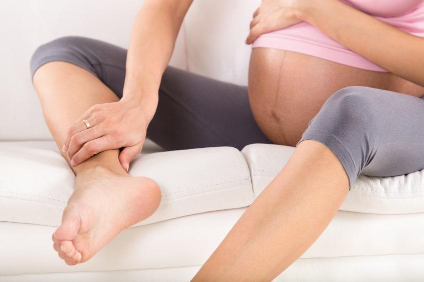 Κάποιες ασκήσεις του αστραγάλου όπως κυκλικές κινήσεις, κινήσεις που διαγράφουν γράμματα του αλφαβήτου, πλάγιες κινήσεις θα βοηθήσουν στην ενδυνάμωση των μυών.
